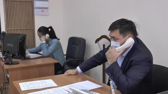 Главный полицейский Алматы дежурил на Call-центре