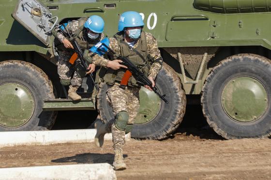 Миротворцы высадились из военной техники