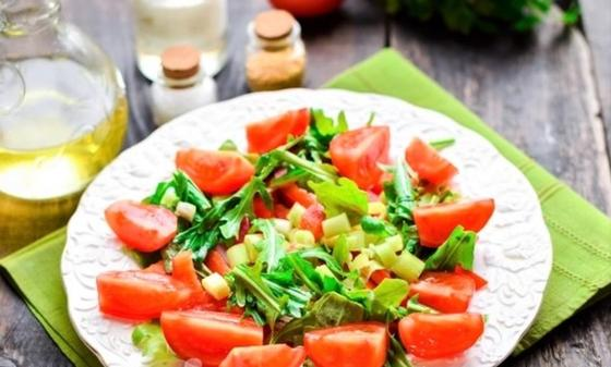 Салат с жареным мясом птицы, ингредиенты