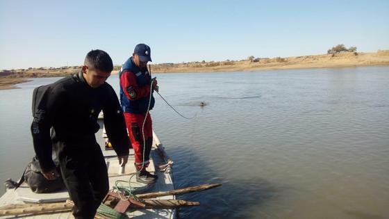 Водитель съехал в реку с парома и утонул в Уральске
