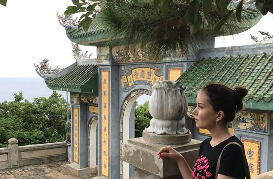 """11.02 """"Тут можно позволить себе дом с бассейном"""": казахстанка о жизни во Вьетнаме"""