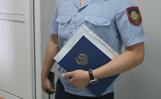 """Терял дела и """"допрашивал"""" вымышленных свидетелей полицейский в Актобе"""
