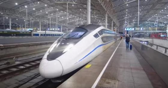Путешествие в плацкартном вагоне поезда восхитило популярного блогера (видео)