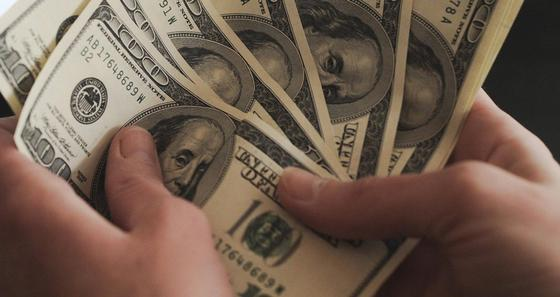 75 тысяч долларов обманом заполучили мошенники из Караганды