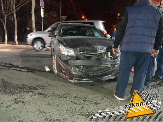 Gelandewagen с девушкой за рулем перевернулся в Алматы