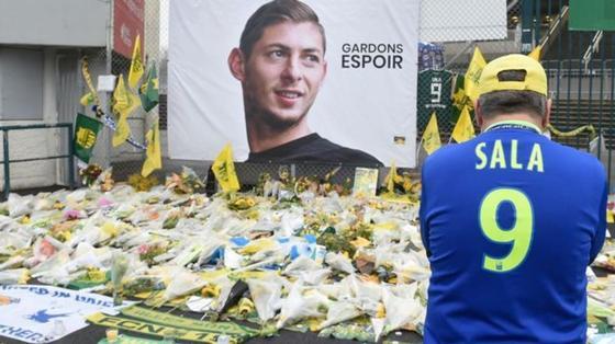 Тело футболиста Эмилиано Сала опознано. Ранее его извлекли из обломков самолета, разбившегося в Ла-Манше