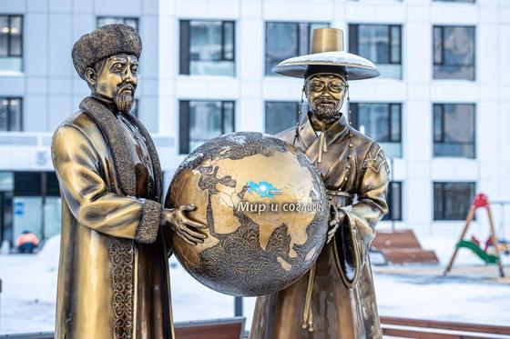 В столице появилась композиция, символизирующая казахско-корейскую дружбу