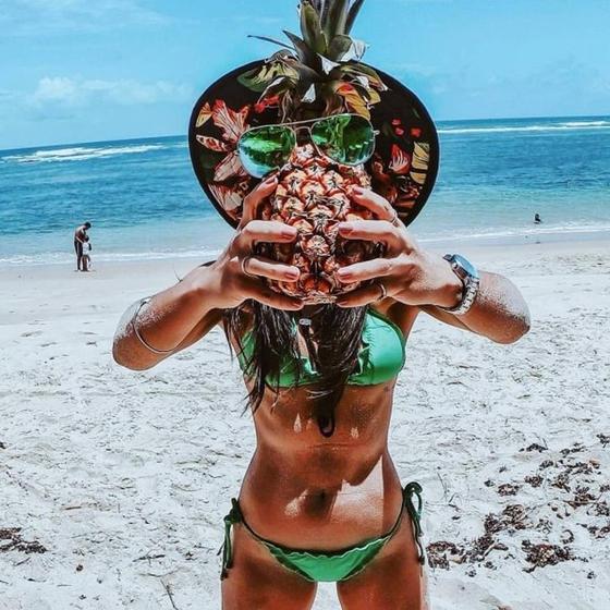 Девушки и ананасы: горячие фото, от которых потекут слюнки