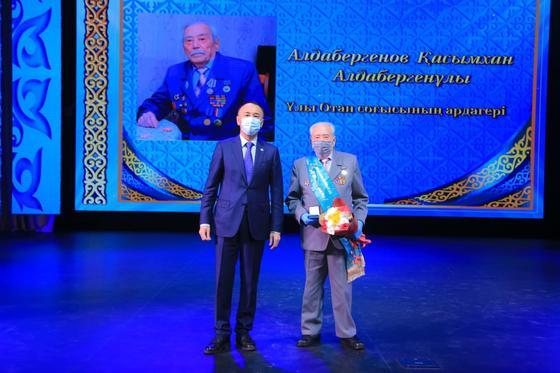 Архимед Мухамбетов на сцене