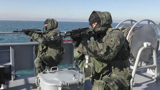 Военные на корабле