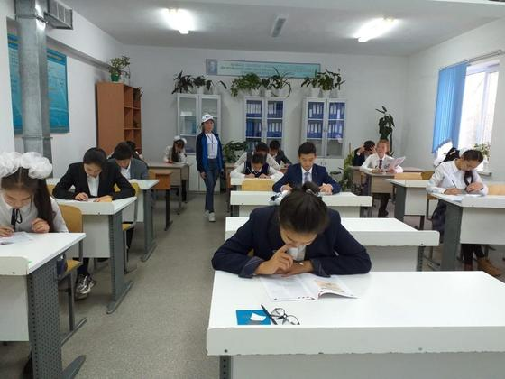 Школьники получили гаджеты для дистанционного обучения на карантине