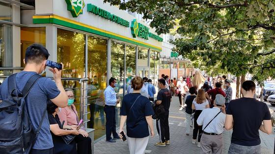 Объявления об отсутствии лекарств вывесили в аптеках Алматы