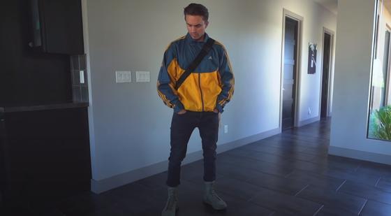 мужчина в модной одежде 2021