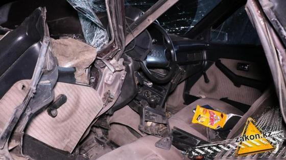 Погибли и пострадали люди: грузовик протащил легковушку по трассе в Алматинской области (фото, видео)