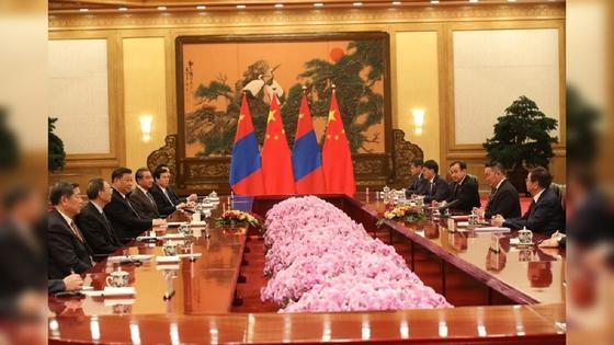 Президент Монголии, глава МИД и ГУЧС помещены на карантин после визита в Китай