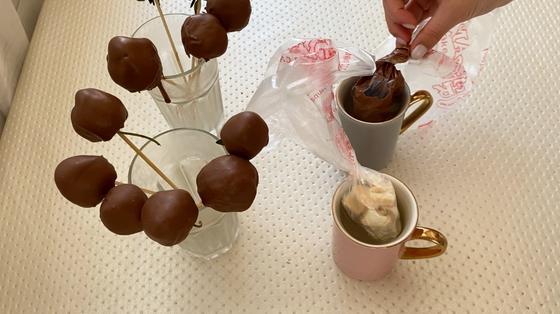 Белый и черный шоколад в кондитерских мешках