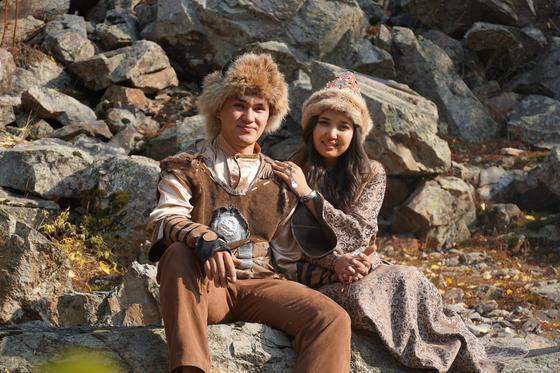 Казахские парень и девушка