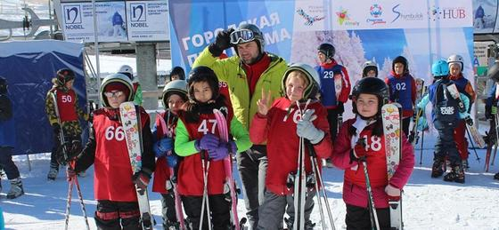 800 детей прошли обучение основам катания на горных лыжах на Шымбулаке