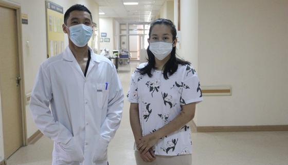 Улжан с врачом клинической больницы №4