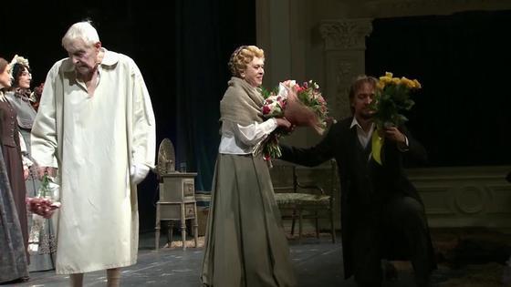 Алиса Фрейндлих на сцене