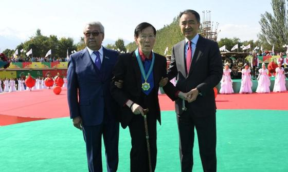 Байбек стал почетным гражданином Алматы (фото)