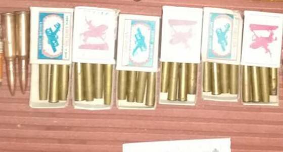 Патроны и спичечные коробки с металлическими трубками
