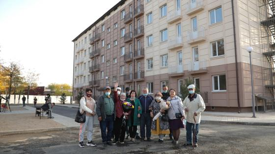 Байбек в третий раз встретился с жильцами сгоревшего дома в Шымкенте