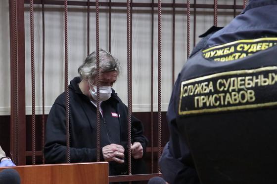 Жена погибшего в ДТП с Ефремовым водителя подала в суд на следствие