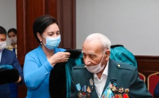 Әбдіқалықова 100 жасқа толған ардагер Бөрібай Құлмановты құттықтады