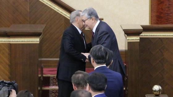 Назараев и Токаев обнялись в конце церемонии инаугурации (фото)