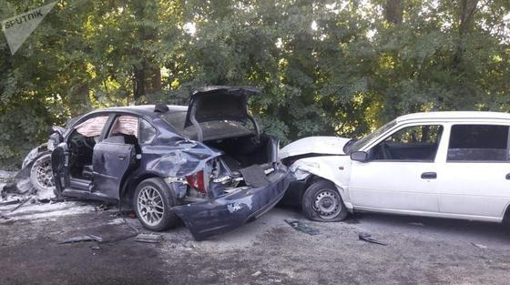 Машина загорелась: 4 человека пострадали в массовом ДТП в Алматы (фото)