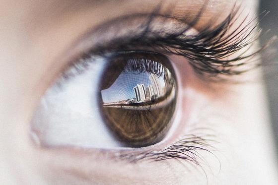Глаз девушки
