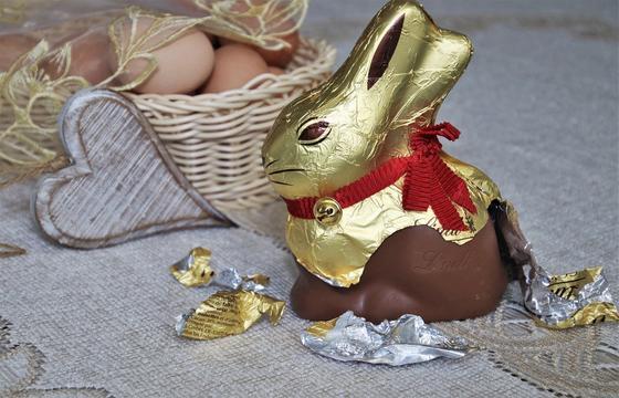 Шоколадный кролик в обертке