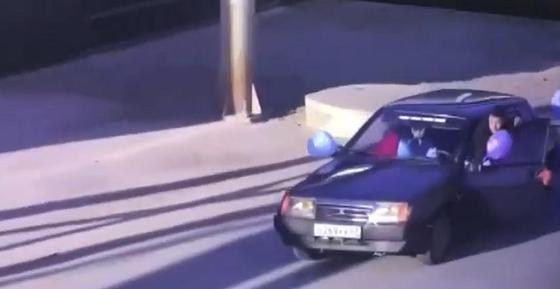 Счастливый отец после рождения ребенка устроил опасную езду на дорогах Атырау (видео)