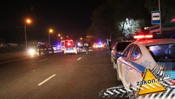 Полицейские автомобили на дороге