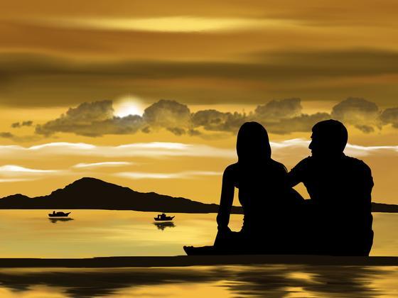 Пара смотрит на озеро с парусниками