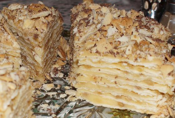 Как приготовить торт «Наполеон» с заварным кремом и сгущенкой