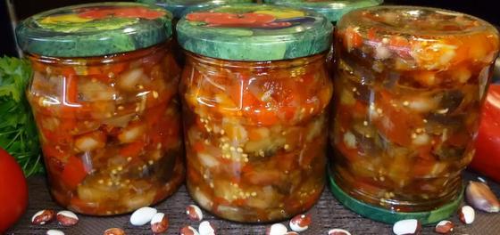 Готовый салат из фасоли и баклажанов