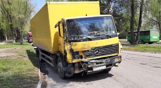 Грузовик, участвовавший в аварии в Алматы