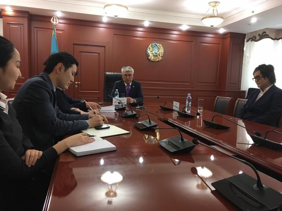 Арыстанбек Мухамедиулы встретился с Эмиром Байгазиным