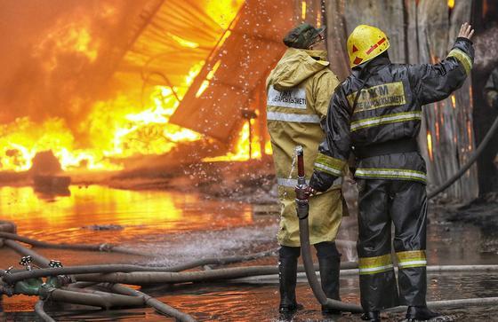 Мужчина и женщина погибли во время пожара в жилом доме в Нур-Султане