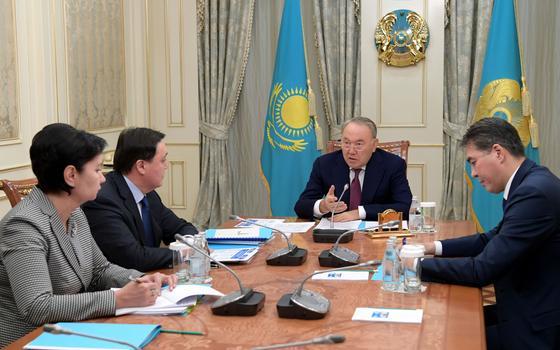 Назарбаев: Көпбалалы отбасылар әлеуметтік көмекті бірінші сәуірден бастап алуы тиіс