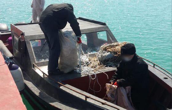 4 браконьеров-иностранцев с гранатой задержали на Каспии (фото)