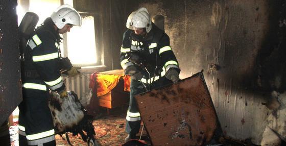 Один погиб и второй госпитализирован: в одной из квартир в Караганде произошел пожар