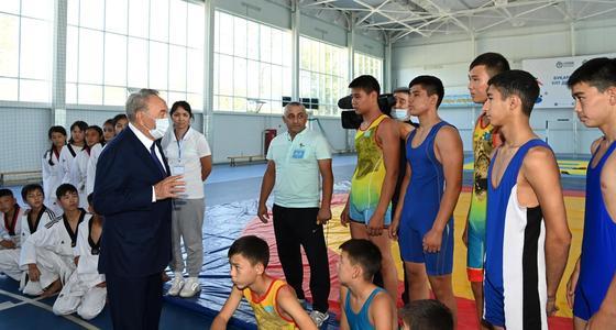 Нурсултан Назарбаев говорит со спортсменами