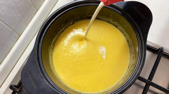 Вливание сливок в суп