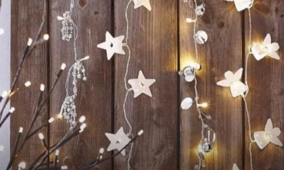 Новогодние гирлянды на стене