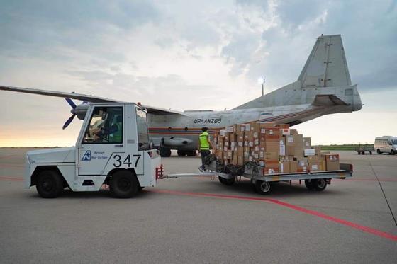 Самолет с лекарствами для лечения больных с Covid-19 и пневмонией прилетел в Нур-Султан