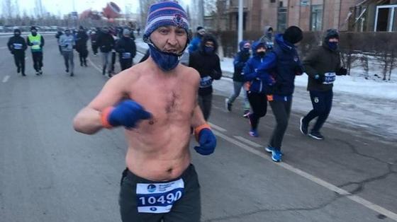 Пробежал в одних шортах в мороз по Астане: стало известно, кто этот закаленный спортсмен