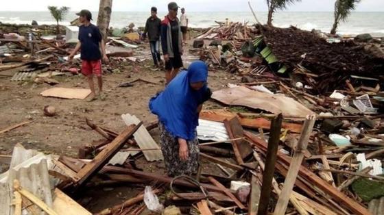 """На Индонезию обрушилось """"вулканическое"""" цунами, более 280 погибших"""